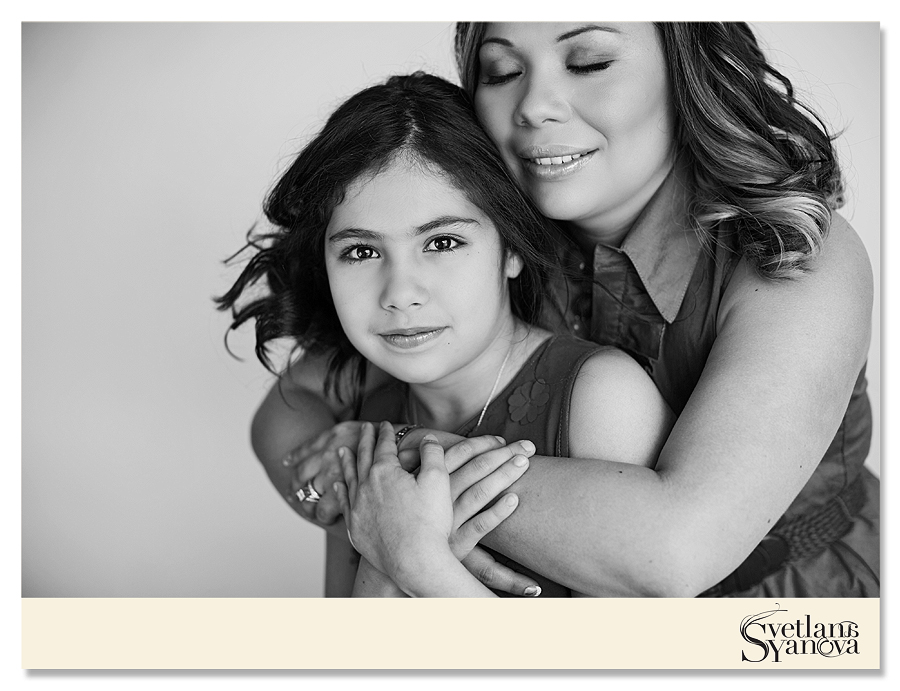 mothers day photos calgary, mothers day photo session, mother daughter photos calgary, whimsical romantic soft beautiful mother daughter photos, beauty session calgary