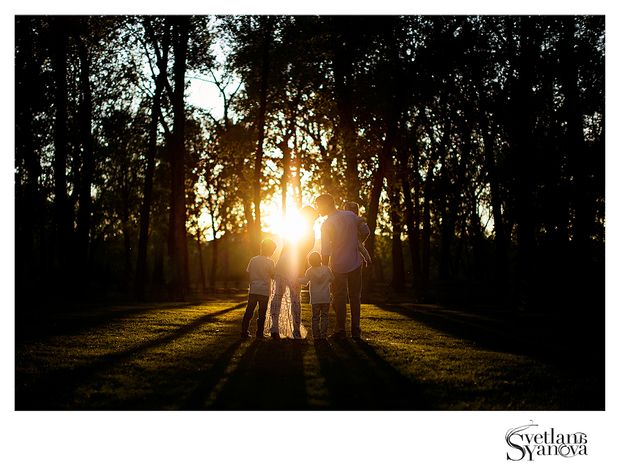 calgary family photos, calgary family photographers, outdoors family photos calgary, calgary photographers, best calgary photographers, sunset family photos, light and airy family photos calgary
